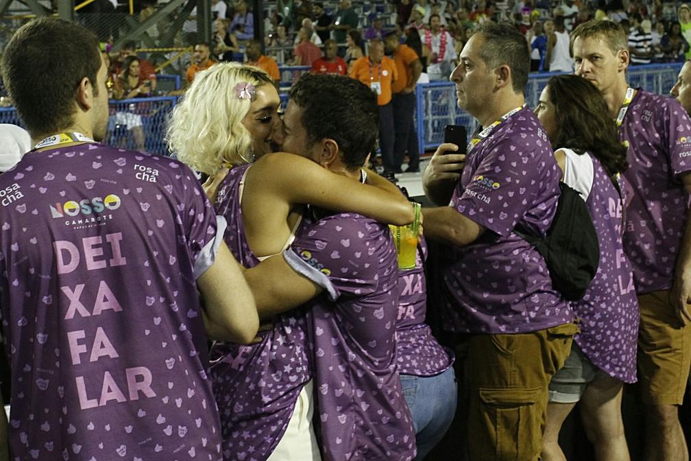 Sophie Charlotte e Daniel Oliveira beijam muito na Sapucaí (Foto: BrazilNews )