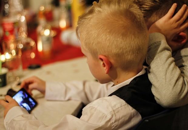 crianças-smartphone-vício (Foto: Pixabay)