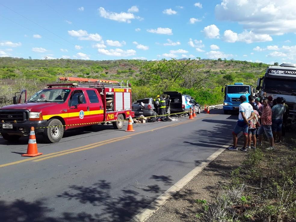 Bombeiros tiveram que desencarcerar três vítimas — Foto: Corpo de Bombeiros / Divulgação