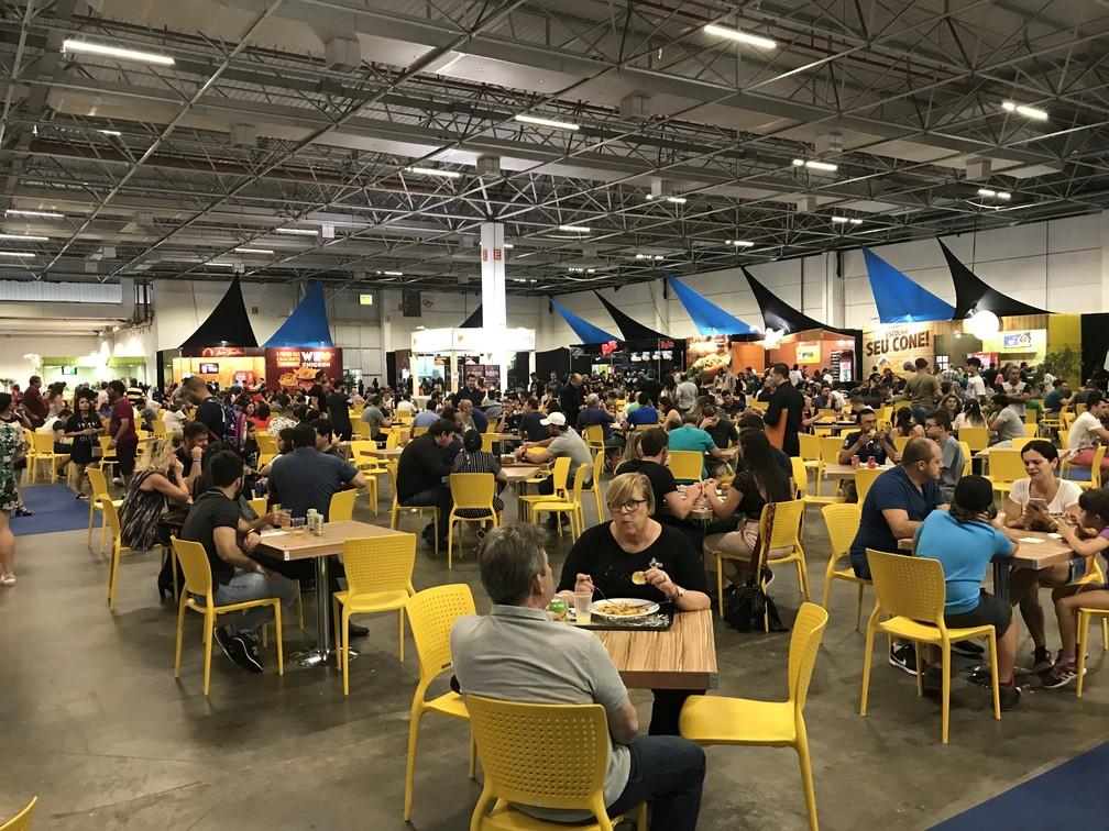 Praça de alimentação do Salão do Automóvel — Foto: André Paixão/G1