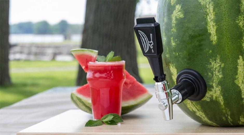Com o acessório, você transforma a melancia em um recipiente (Foto: Divulgação)