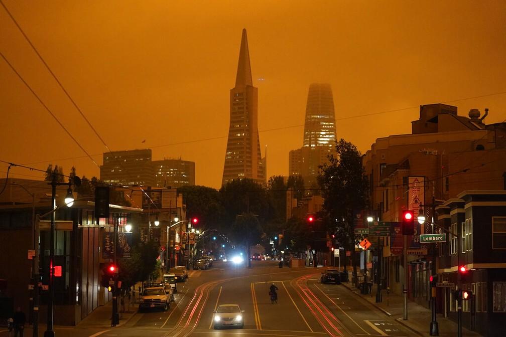 Fumaça encobre o céu de San Francisco nesta quarta-feira (9) — Foto: AP Photo/Eric Risberg
