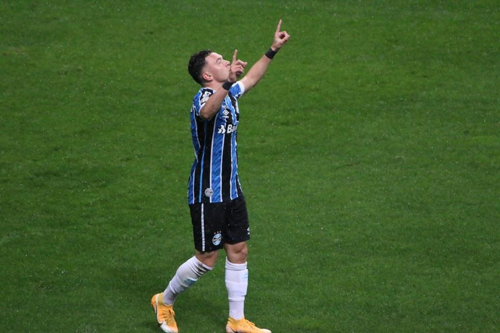 Pepê marcou o segundo gol seguido em Gre-Nal — Foto: Eduardo Moura