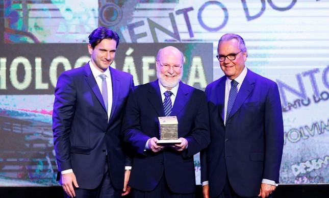 Frederic Kachar, diretor-geral da Infoglobo, Antônio Ivo Daflon, fundador da Holográfica Editora, e Eduardo Eugenio Gouvêa Vieira, presidente da Firjan