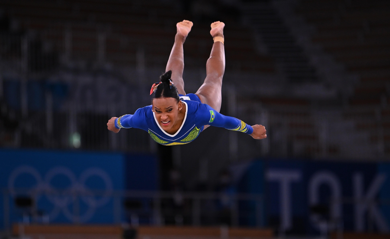VEJA FOTOS de Rebeca Andrade, medalha de prata em ginástica artística