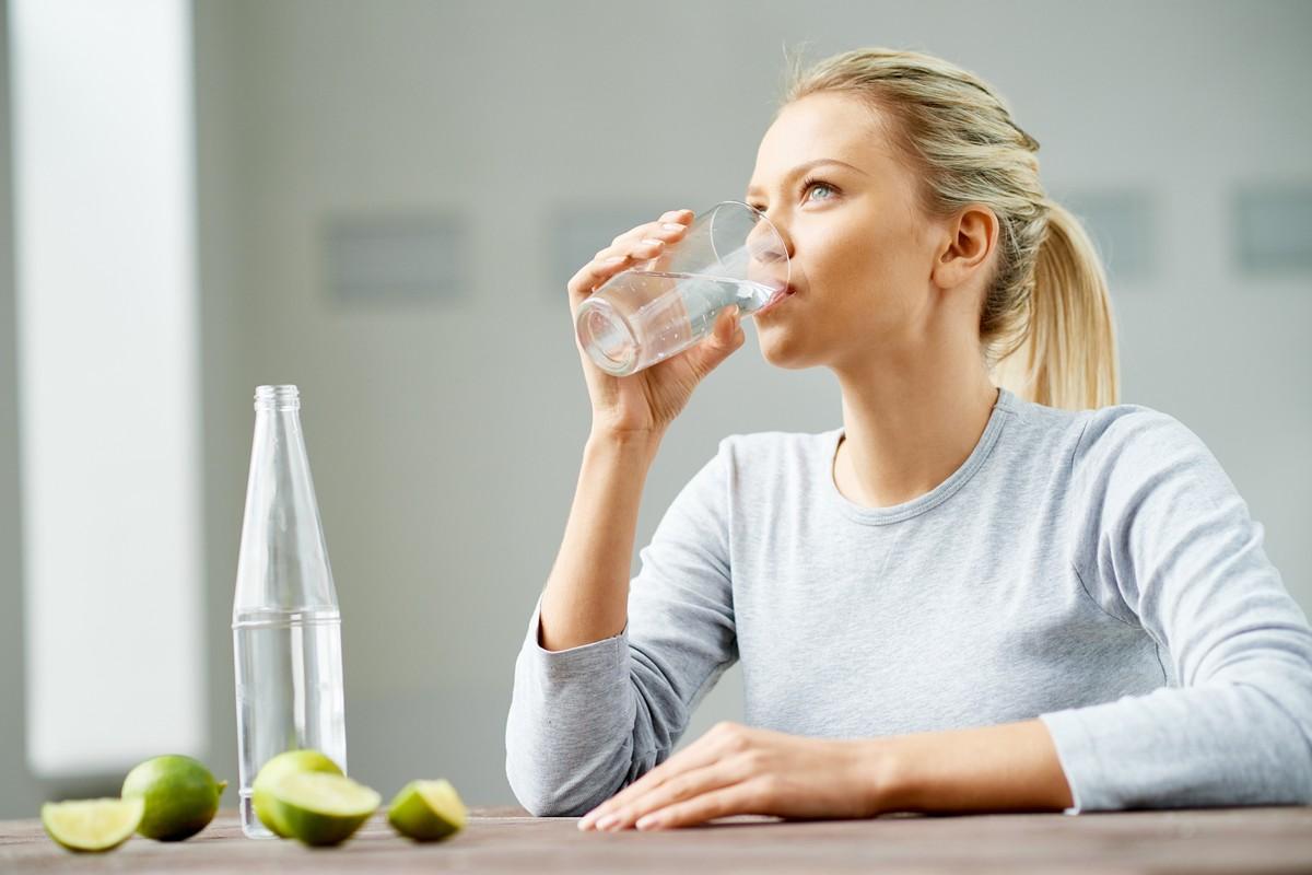 Limão com água morna em jejum emagrece? Descubra! | nutrição | ge