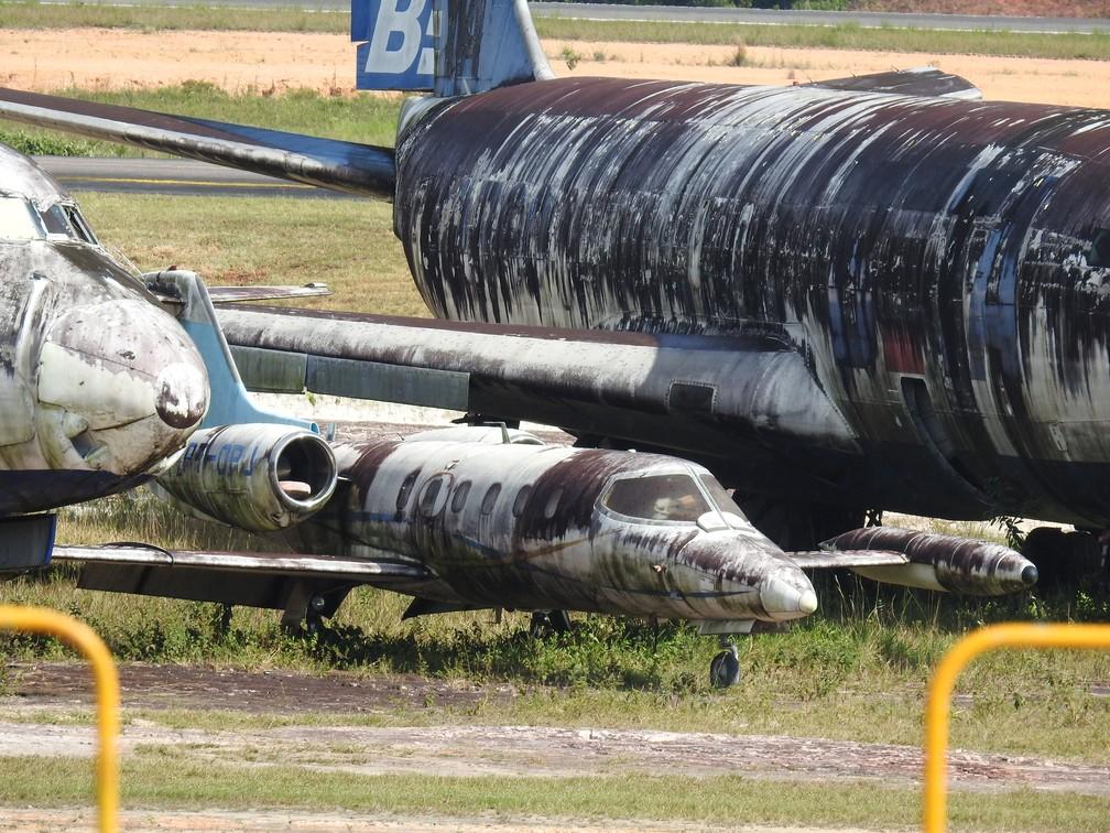 Marcas do tempo podem ser vistas nas aeronaves abandonadas no aeroporto de Manaus. — Foto: Patrick Marques/G1 AM