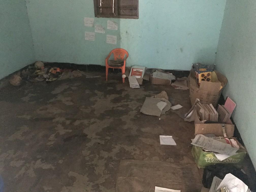 Na Saint Mary's, salas de aula não têm estrutura adequada. (Foto: Escola em Uganda)