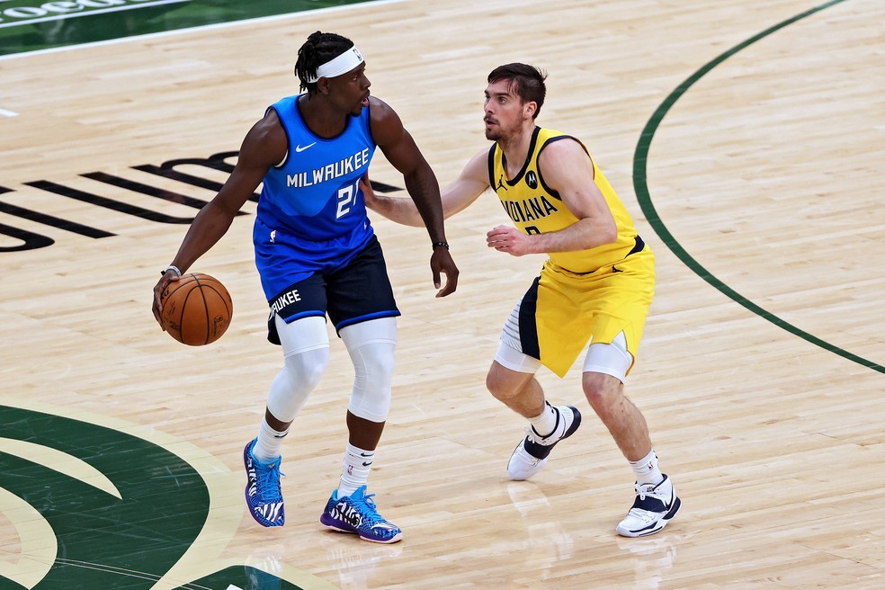 Holiday em ação contra os Pacers — Foto: Dylan Buell/Getty Images