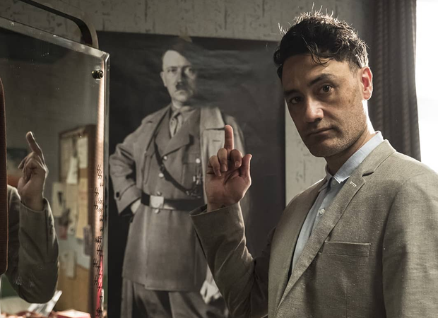 Taika Waititi em JoJo Rabbit, sátira ao nazismo e a Hitler (Foto: Reprodução Instagram)