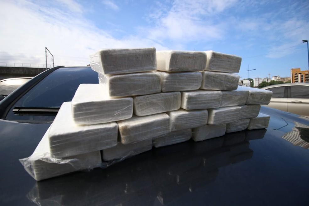 Homem é preso com 20 kg de cocaína dentro de carro em Salvador — Foto: Divulgação/SSP-BA