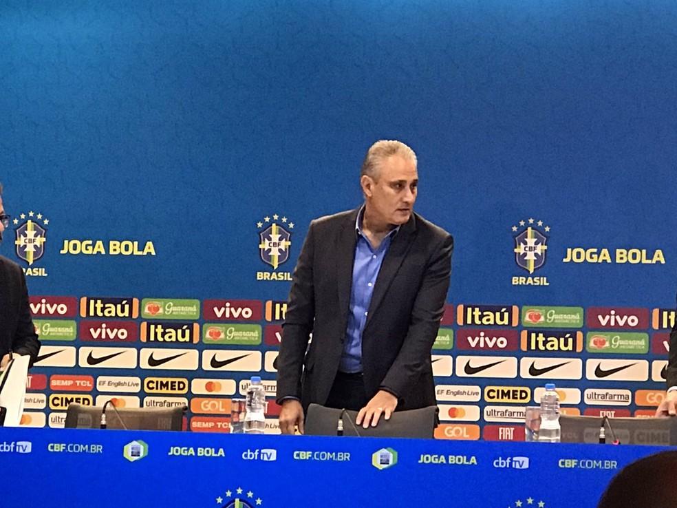 Tite durante a convocação da seleção brasileira na CBF — Foto: Alexandre Lozetti / GloboEsporte.com