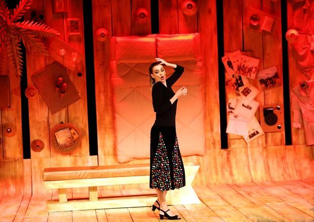 Monica Martelli em cena com a peça Minha Vida em Marte (Foto: divulgação/Guga Melgar)