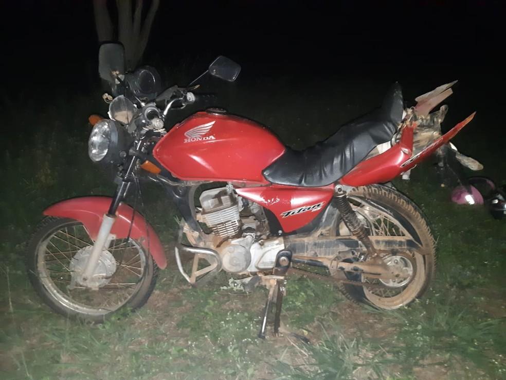 Casal morreu depois de ter a motocicleta atingida por uma caminhonete na BR-158 — Foto: Polícia Rodoviária Federal de Mato Grosso/Divulgação