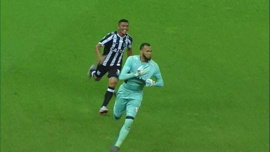 """Santos x Corinthians: """"sombras"""" Everson e Walter jogam por afirmação e futuro"""