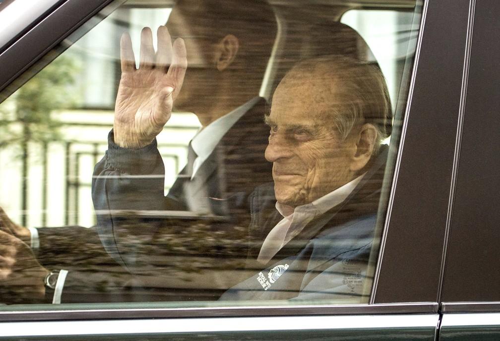 O príncipe Philip deixa o Hospital King Edward VII em Londres em foto de 13 de abril de 2018 — Foto: Dominic Lipinski/PA via AP