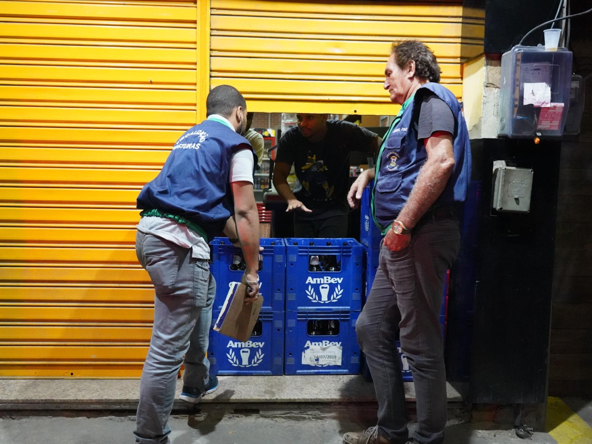 Oito estabelecimentos são multados durante operação 'Fique em Casa' em Campos, no RJ
