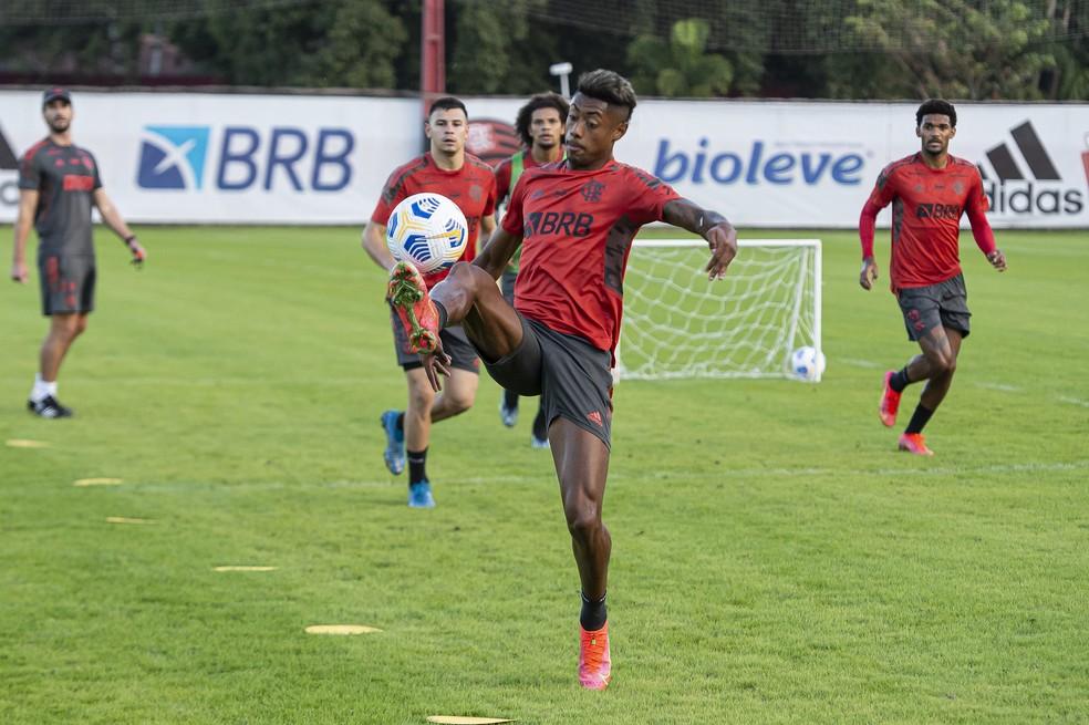 Bruno Henrique no treino do Flamengo nesta sexta — Foto: Alexandre Vidal/Flamengo