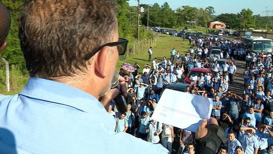 GM indica recuo nas mudanças e envia documento aos funcionários após protesto em Gravataí
