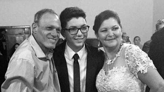 Wagner Barreto, campeão do 'The Voice Kids', cantou 'Romaria' no casamento dos pais