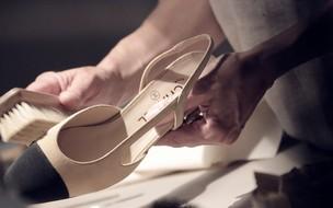 A história por trás do sapato bicolor da Chanel