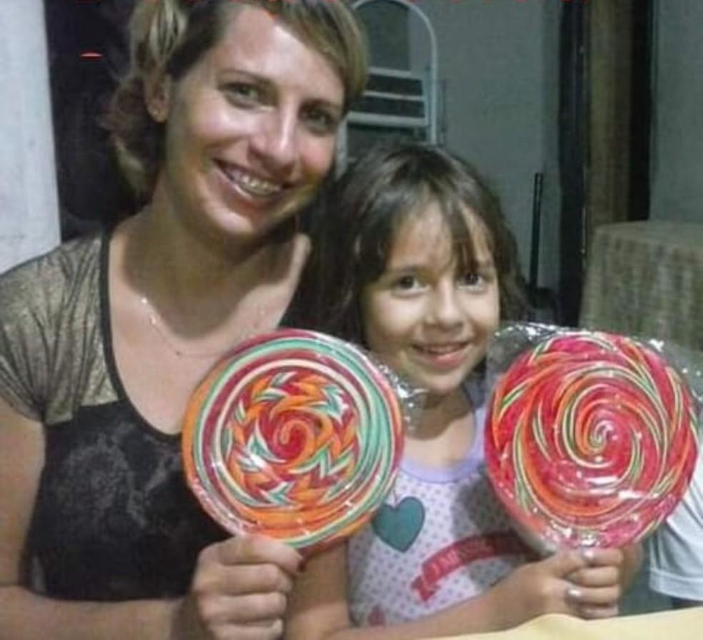 Cristiane Arena, de 34 anos, e sua filha Karoline Vitória, de 9 anos, estavam desaparecidas desde o fim de novembro — Foto: Arquivo pessoal