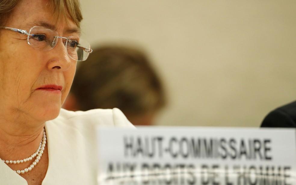 -  A Alta Comissária da ONU para os Direitos Humanos, a ex-presidente chilena Michelle Bachelet, denunciou o tratamento recebido pelas minorias em Mianm