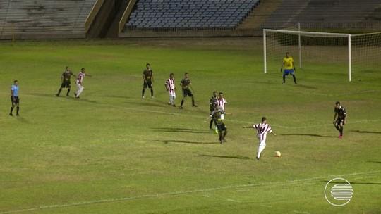 "Cruzou ou chutou? Lateral acerta gol improvável e garante: ""Foi intencional"""