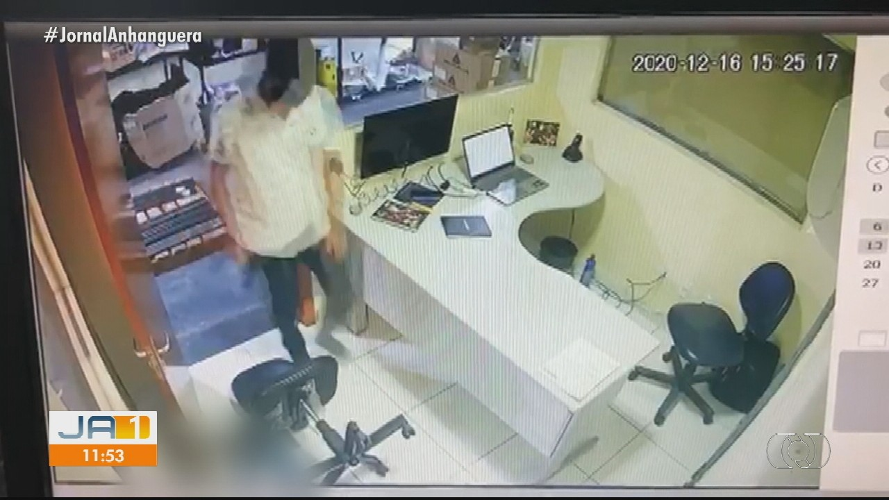 Ex-funcionário invade ferragista, mata gerente, atira contra outro trabalhador e se mata