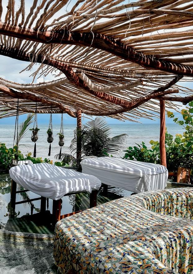 O Maya Spa do eco-resort Azulik, que tem vista para o mar caribenho  (Foto: Reprodução Instagram @rachelwangpang e Divulgação)