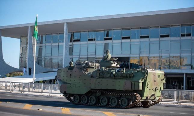 Veículo militar em Brasília