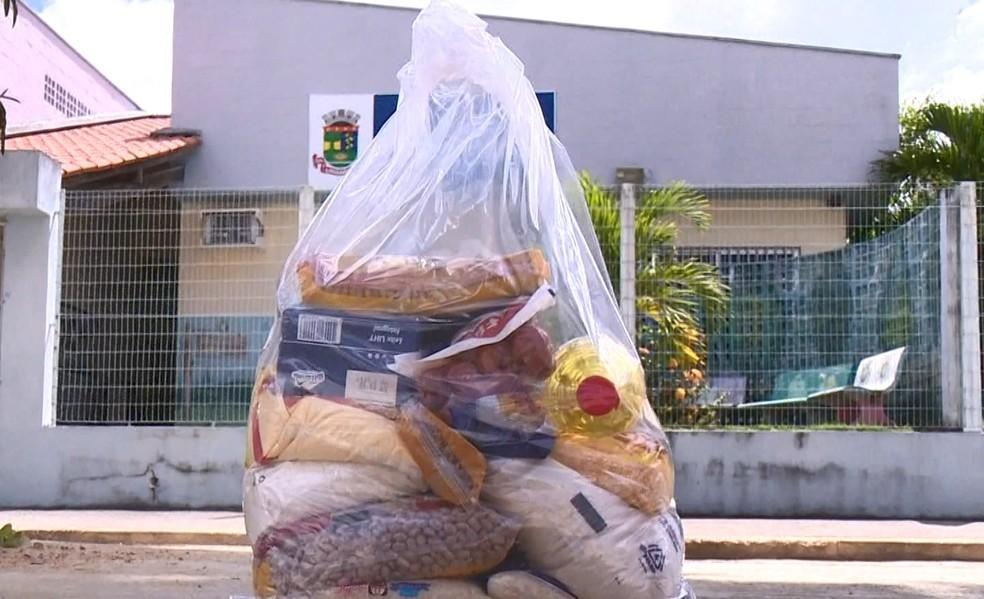 Kits de merendas sã distribuídos para alunos de Linhares, no ES  — Foto: Reprodução/ TV Gazeta