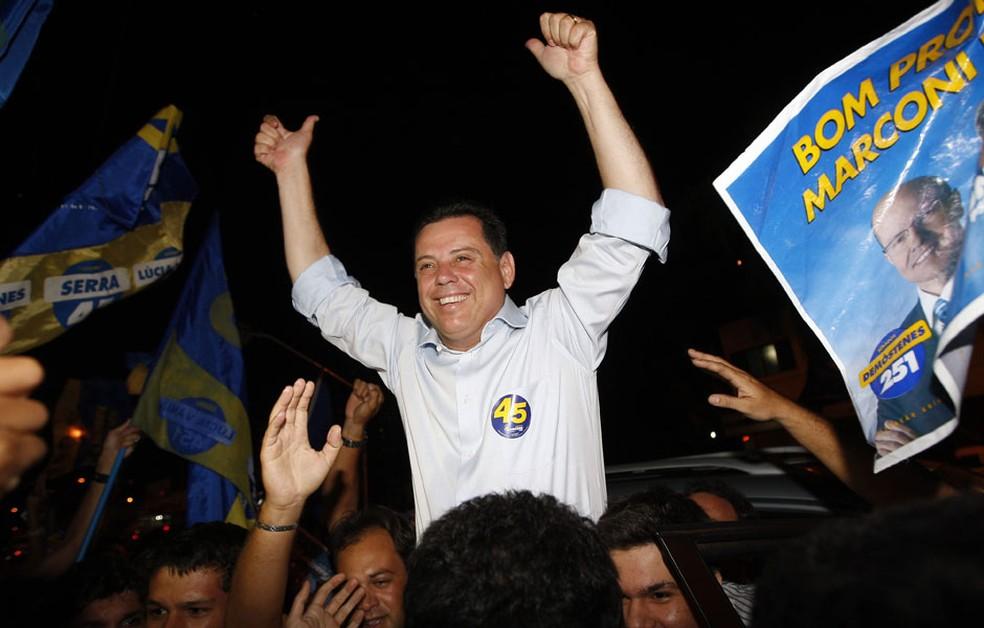 O senador Marconi Perillo (PSDB), comemora o segundo turno do governo em 2010 — Foto: Cristiano Borges / Agência O Globo