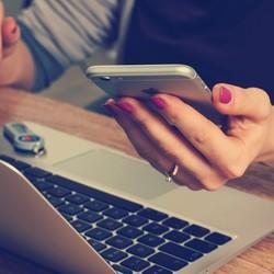 Computador e smartphone