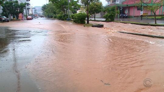 Chuva danifica pelo menos 90 residências e tira 240 pessoas de casa no RS, diz Defesa Civil