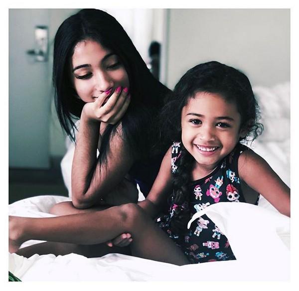 Nia Guzman com sua filha com o rapper Chris Brown (Foto: Instagram)