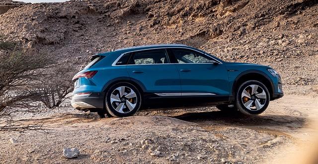 Audi e-tron - O sistema de gestão de entrega de torque possibilita ao Audi e-tron superar trechos off-road sem grandes problemas (Foto: Divulgação)