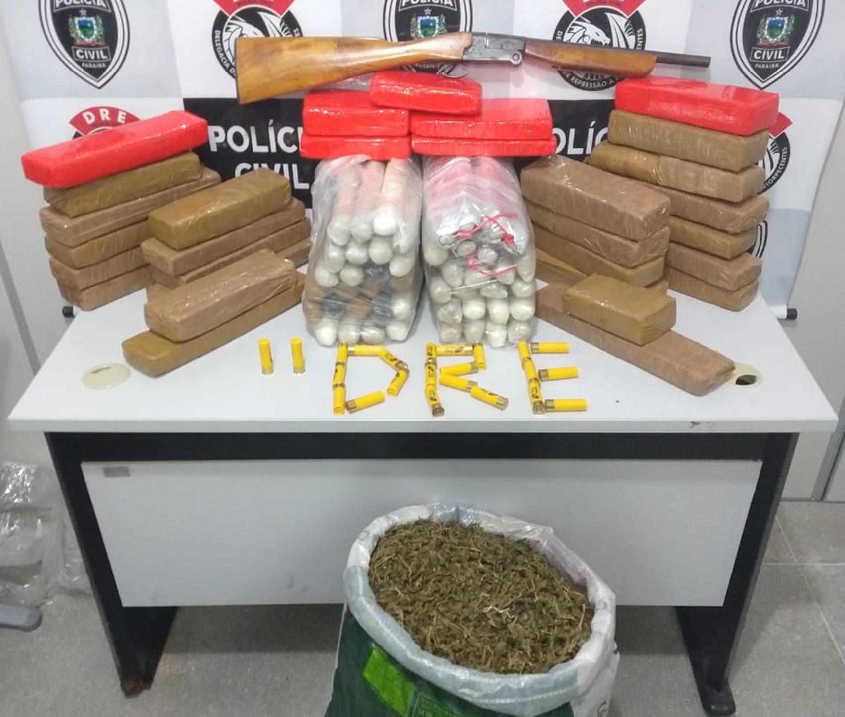 Polícia encontra 65 kg de maconha e cocaína, armas e explosivos em depósito de Campina Grande - Notícias - Plantão Diário
