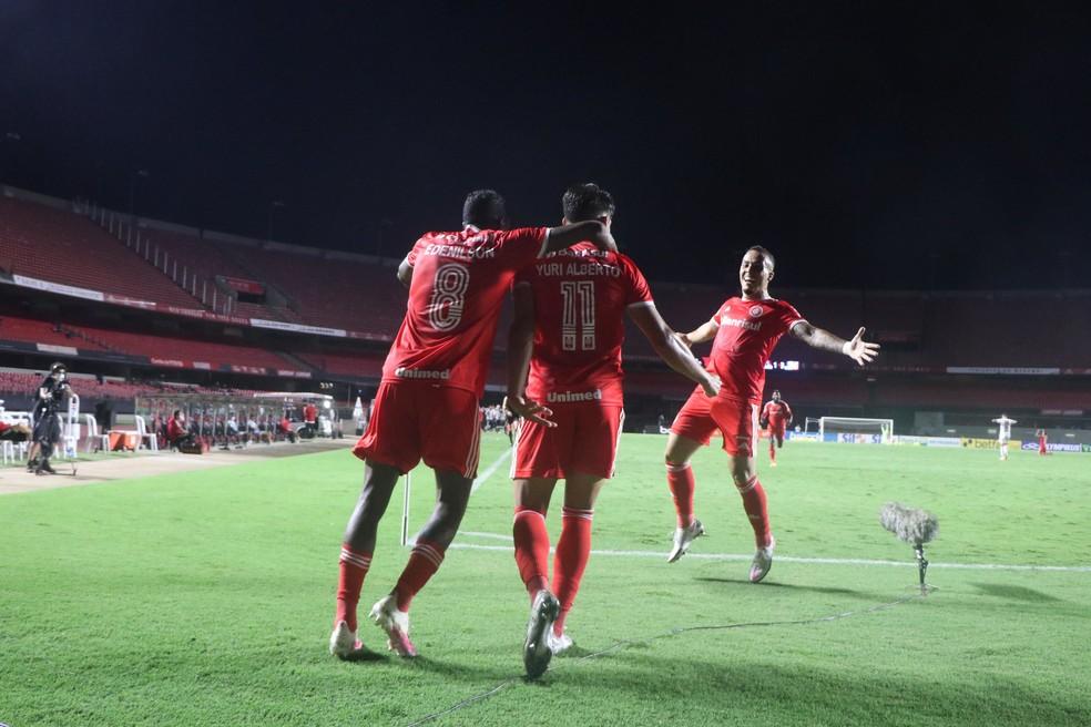 Jogadores do Internacional comemoram um dos gols contra o São Paulo, em partida válida pelo Brasileirão, nesta quarta-feira (20) — Foto: Ricardo Duarte