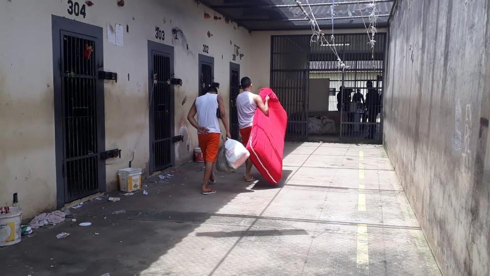 Presos foram transferidos para novos blocos do presídio Evaristo Moraes nesta terça-feira (26) — Foto: Divulgação IAPEN