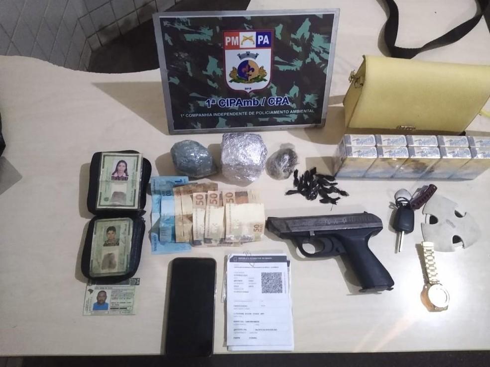Drogas e arma de fogo foram apresentadas na delegacia de Polícia Civil — Foto: 1ª Cipamb/Divulgação