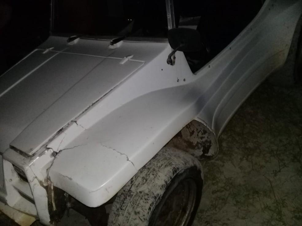 Buggy bateu em pacote sem identificação na praia de Santa Rita, no litoral potiguar — Foto: Redes sociais