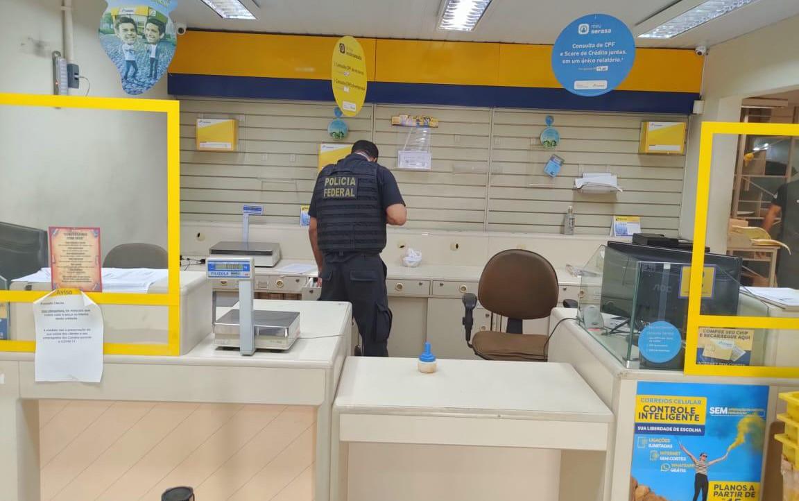 Polícia Federal cumpre mandado em agência franqueada dos Correios em ação contra comércio e utilização de selos falsificados
