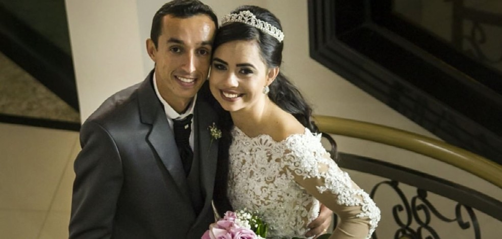 Fotos tiradas pelo celular são as únicas lembranças que Beatriz tem do casamento — Foto: Reprodução EPTV