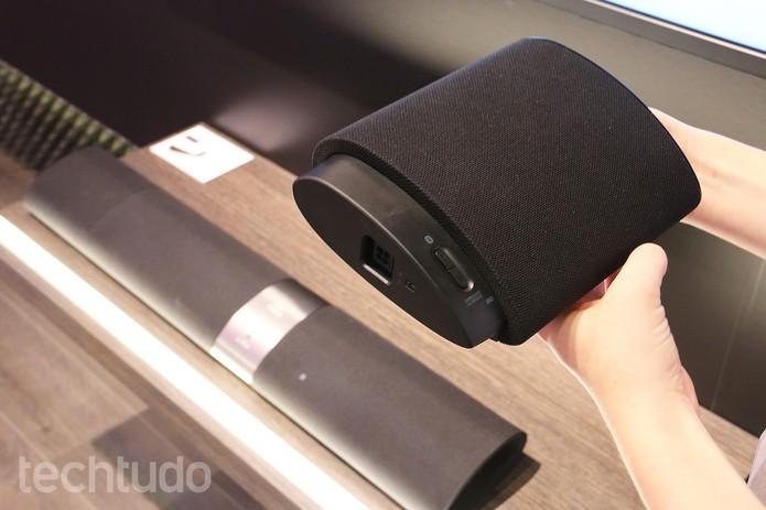 Soundbar pode se dividir e se espalhar pela sala  (Foto: Fabrício Vitorino/TechTudo)