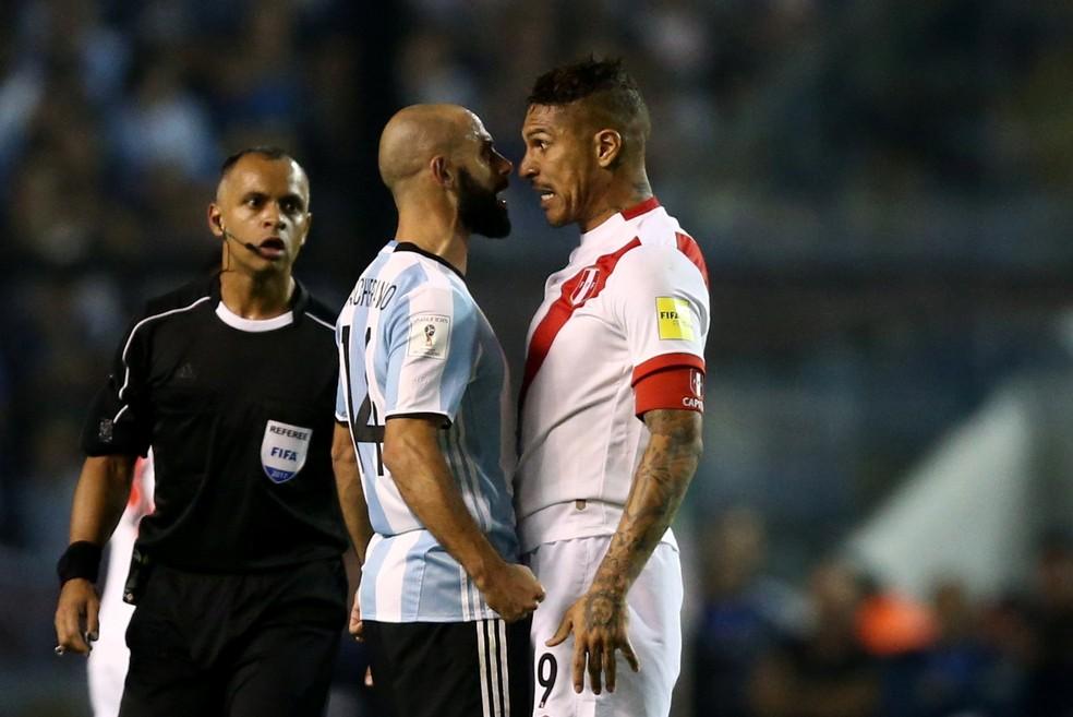 Guerrero durante o Argentina x Peru: atacante testou positivo no exame antidoping após a partida (Foto: Reuters)
