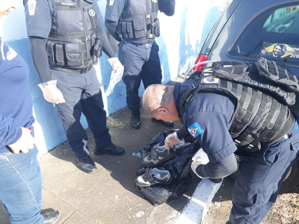 Peças de roupa e objetos pessoais do paciente foram recolhidos pelos guardas durante as buscas em Sorocaba — Foto: Guarda Municipal de Porto Feliz/Divulgação