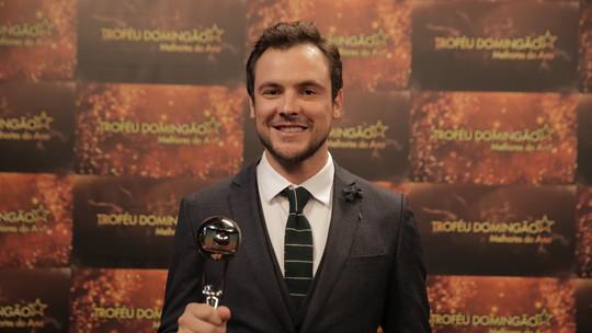 Sergio Guizé vence como ator de novela e se declara para Bianca Bin
