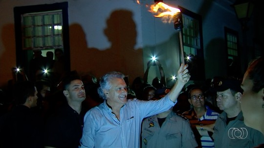 Caiado vai acompanhar Fogaréu e é vaiado por moradores e turistas