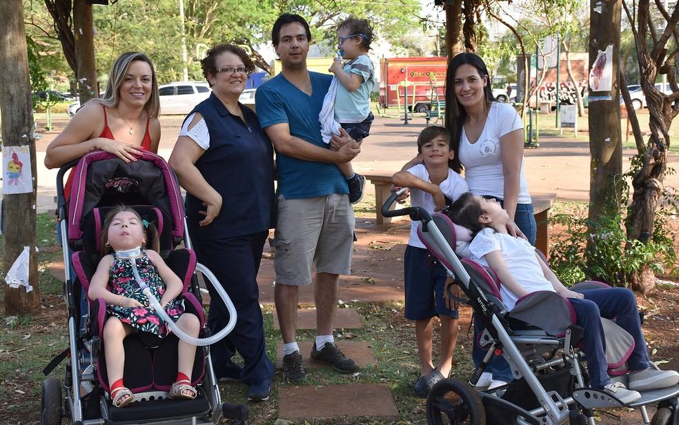 Projeto em Ribeirão Preto, SP, oferece diversão a crianças em brinquedos adaptados — Foto: Pedro Martins/G1